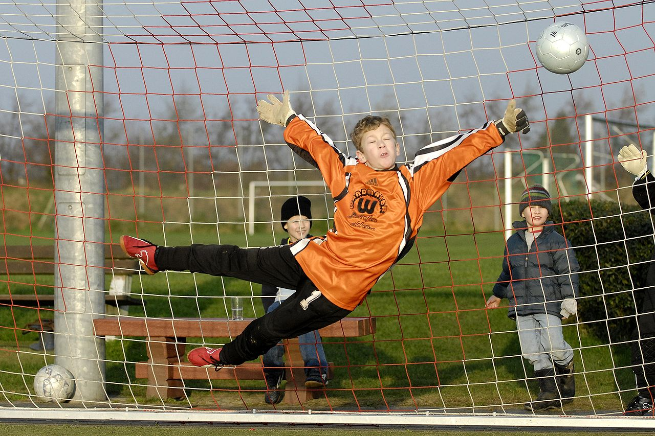 1280px-Soccer_Youth_Goal_Keeper